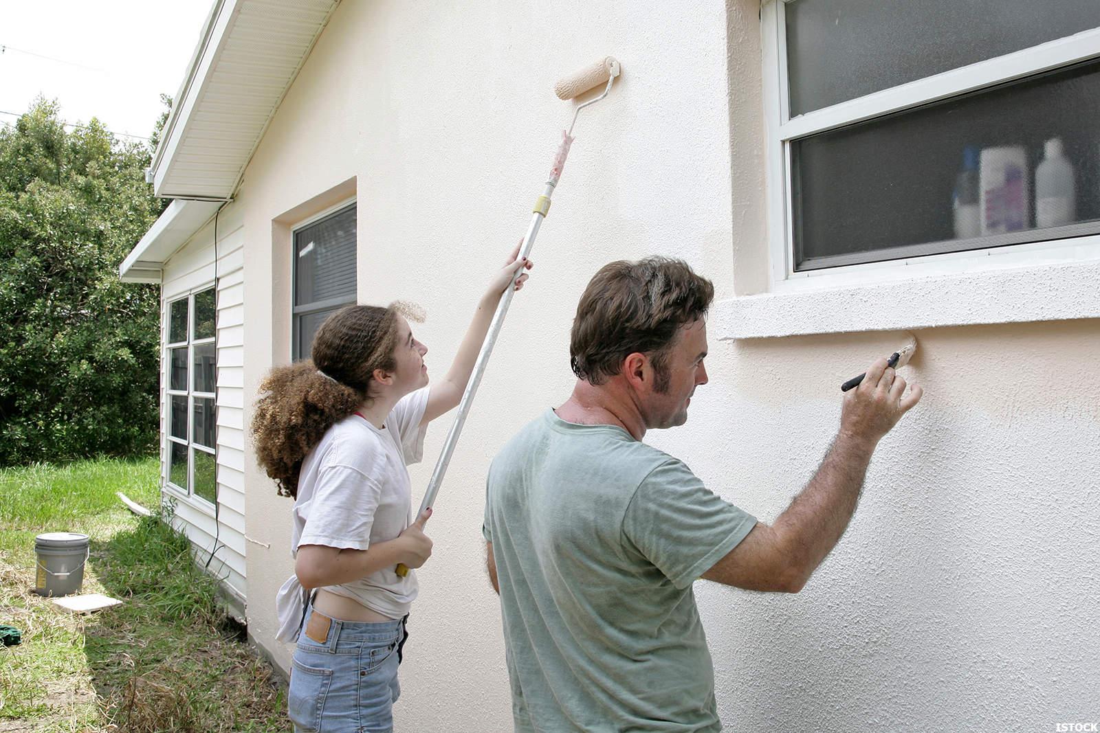 Как покрасить фасад дома своими руками 58