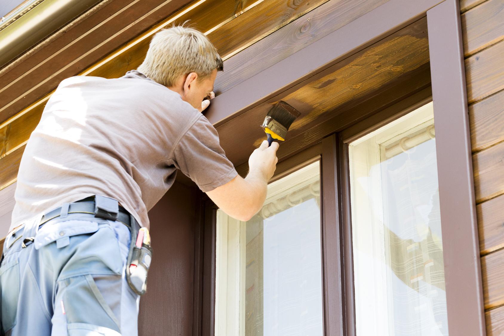 Своими руками покрасить деревянный дом
