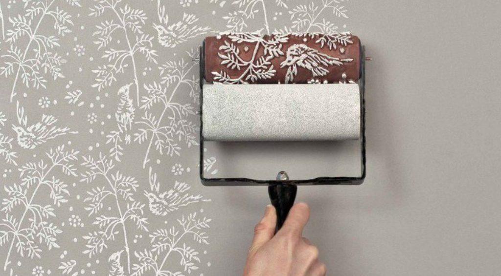 Покраска стены фактурным валиком