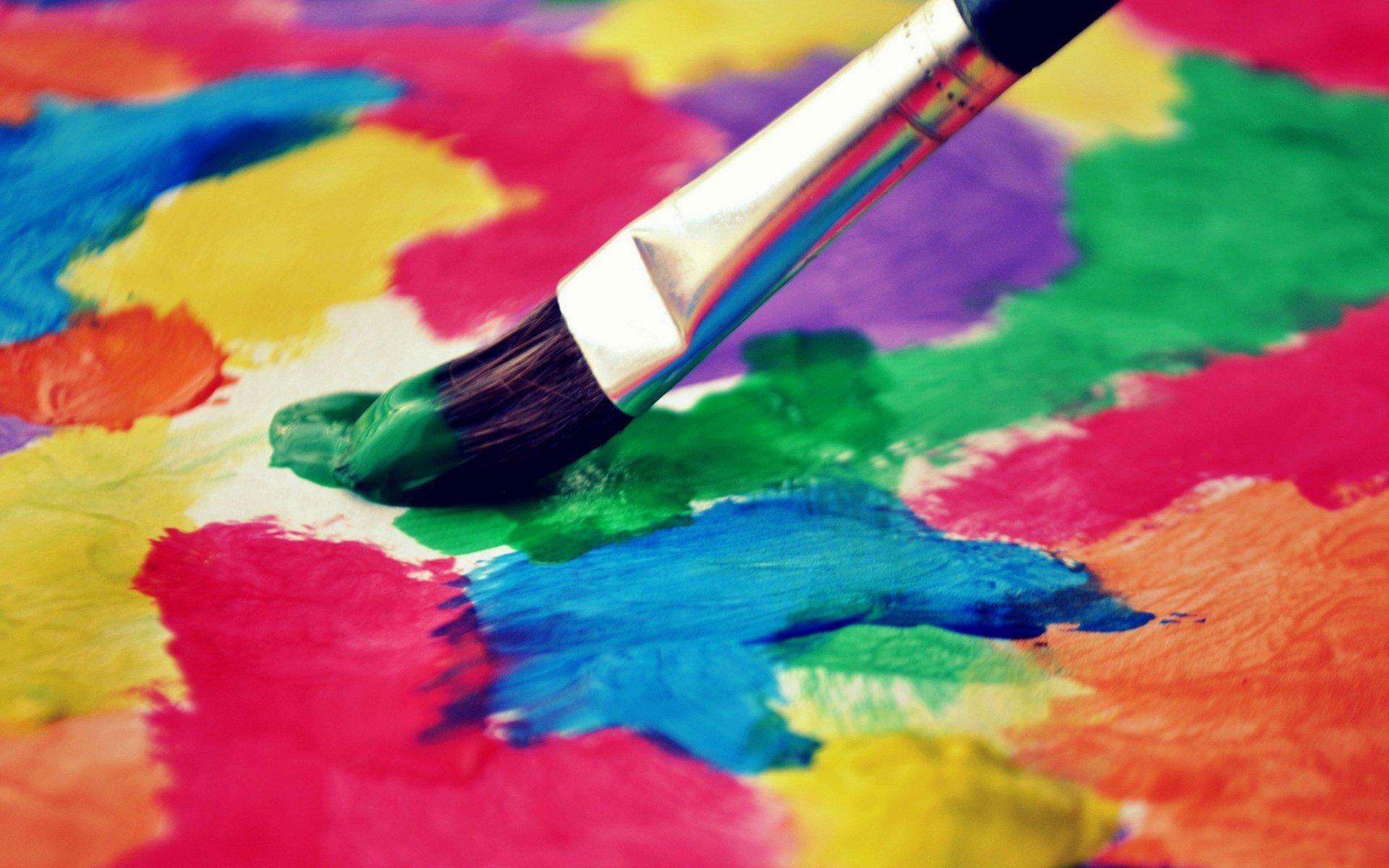 Картинки становятся цветными по наведению
