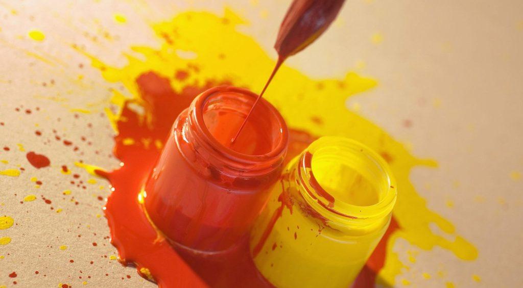 Красная и желтая краска