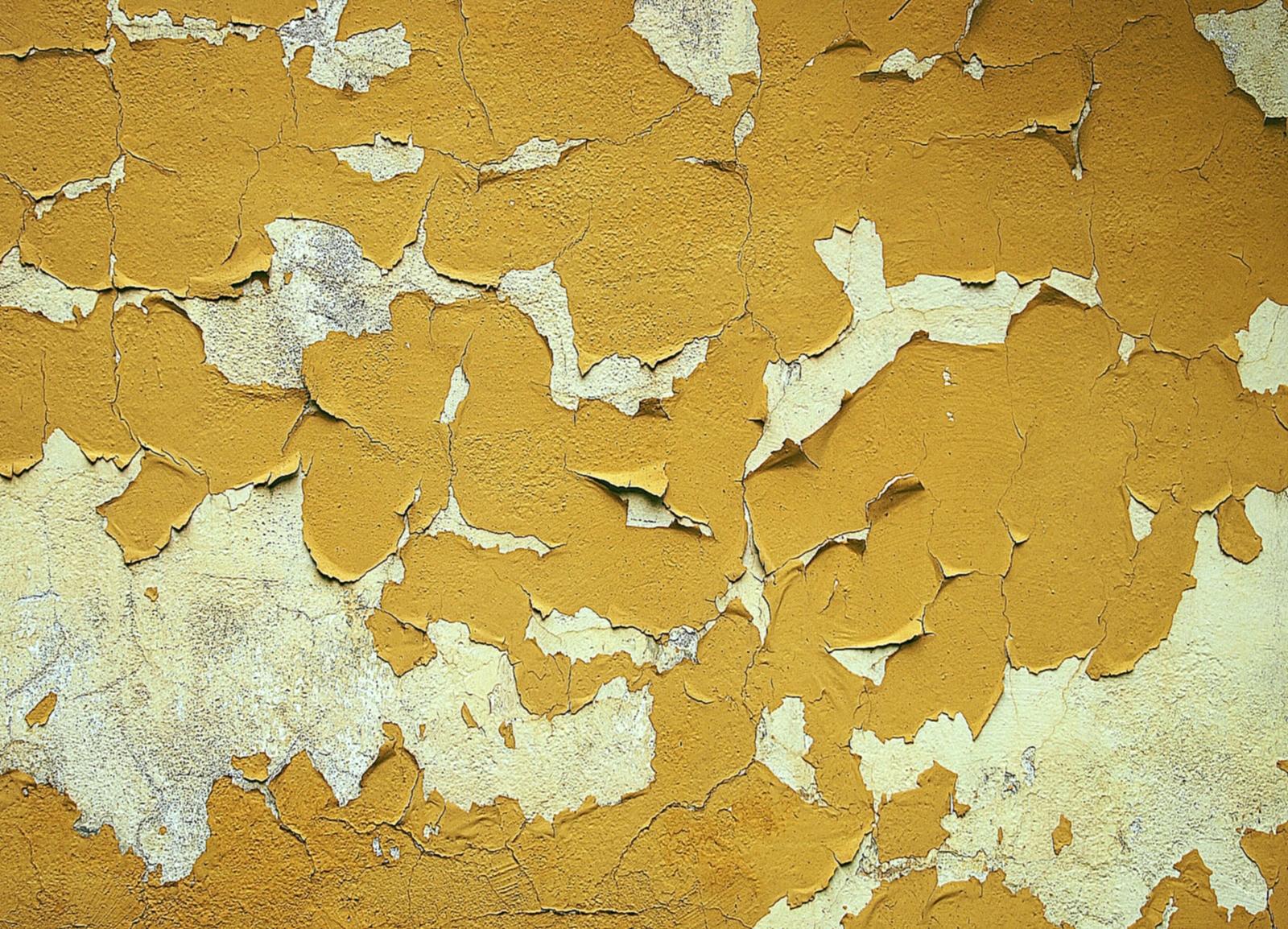 Старая краска на стенах