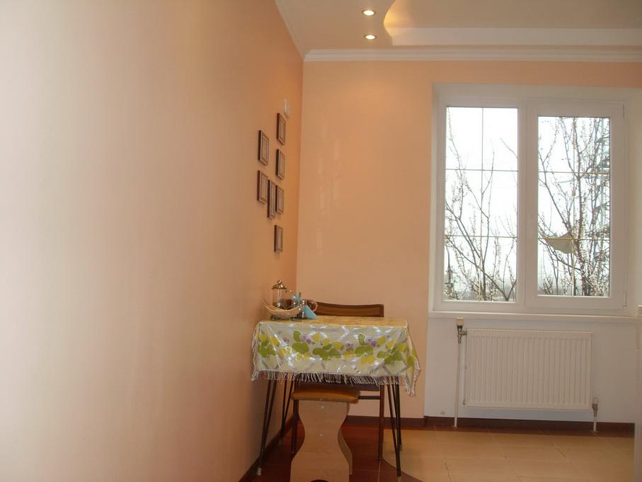 Персиковый цвет стен.фото