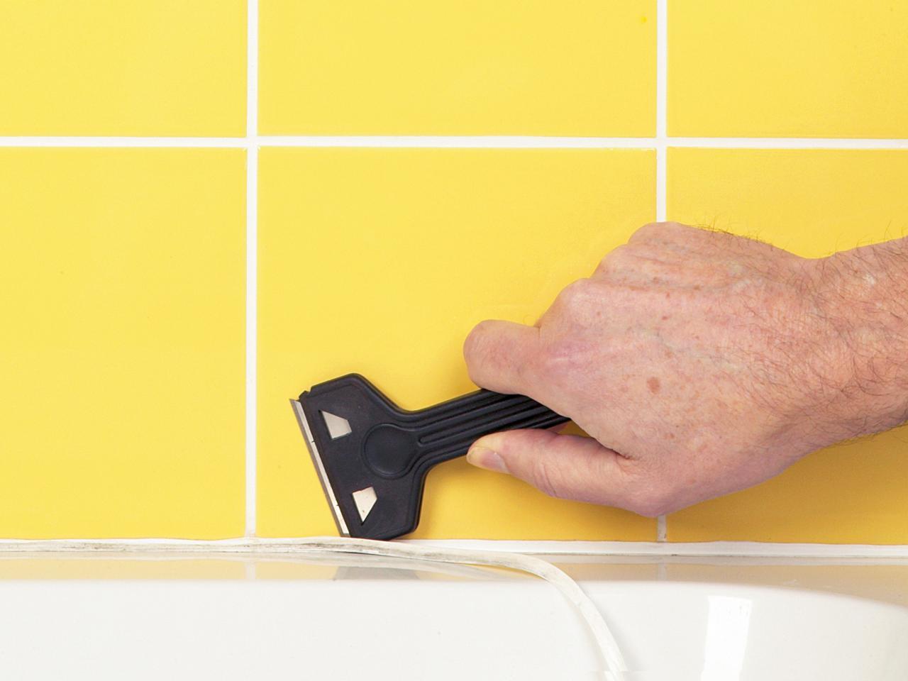 Удаление герметика с ванны