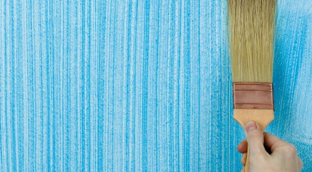 Текстурная краска на стене