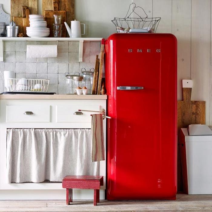 Окрашенный холодильник