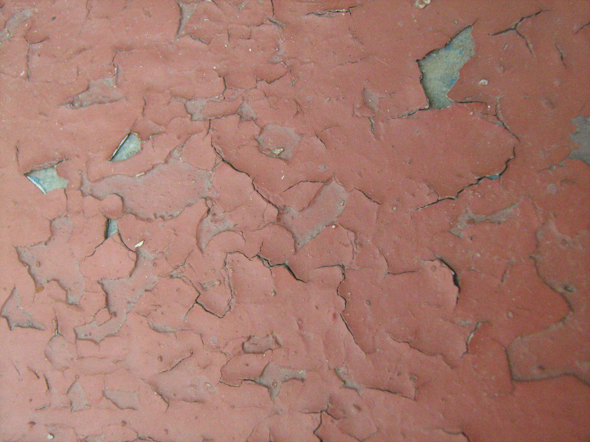 Появление тещин на окрашенной стене