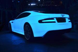 Машина светится в темноте