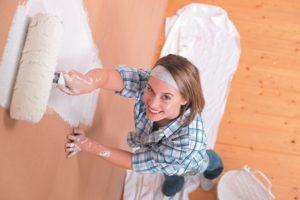 Покраска стен в белый цвет