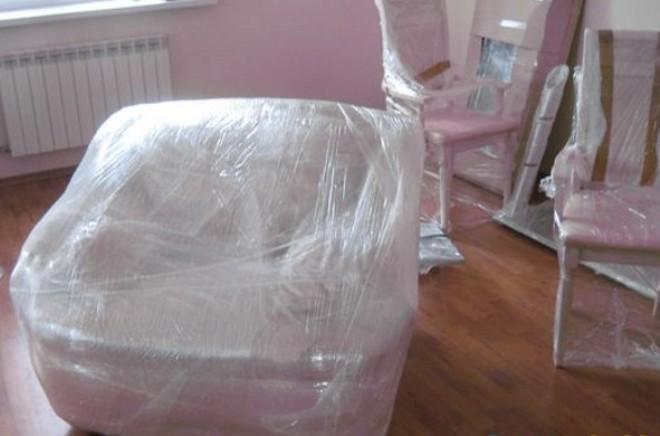 Окружающие предметы, вещи, мебель и соседние поверхности нужно накрыть полиэтиленовым материалом.