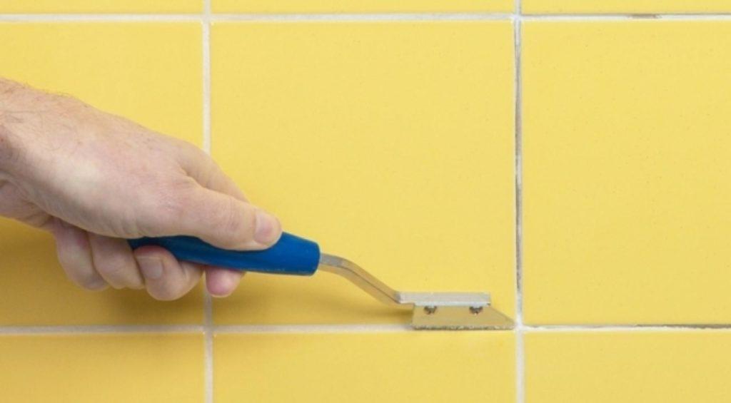 Как удалять старую плиточную затирку