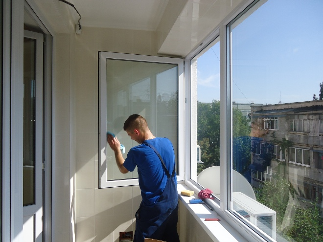 обезжиривание окна перед нанесением герметика для окон