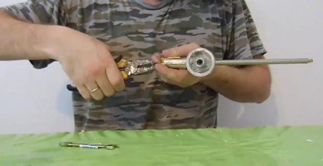 снятие корпуса с пистолета для монтажной пены