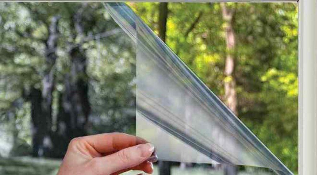 Как клеить солнцезащитную пленку на окна